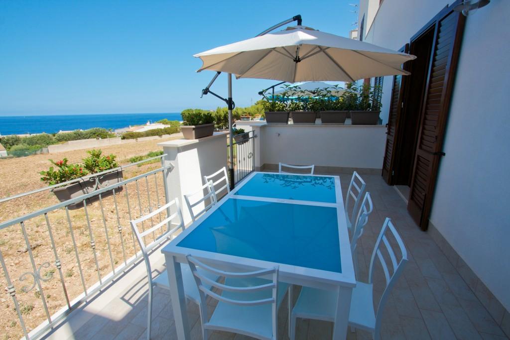 http://www.unmarediblu.it/wp-content/uploads/2016/03/Casa-Oltremare-veranda-esterna-ok-9917-1024x683.jpg